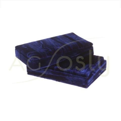 Caja de terciopelo de color azul con forro interno.