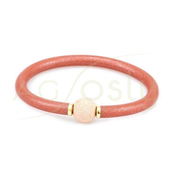 Pulsera plata KARISMA chapada, alma de acero con caucho rojo chispeado y bola diamantada chapada en rosa.
