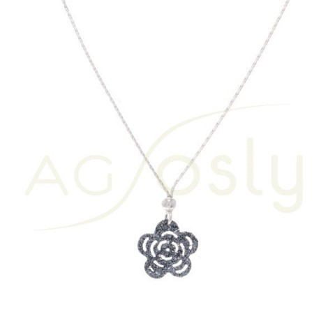 Collar plata de cadena y colgante flor en purpurina gris.