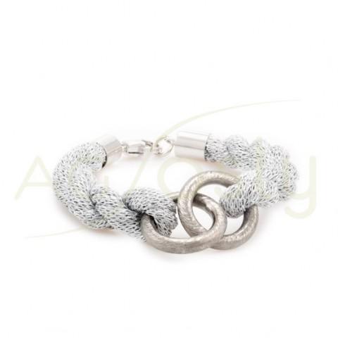 Pulsera trenza en plata rodiada con 2 anillas satinadas.