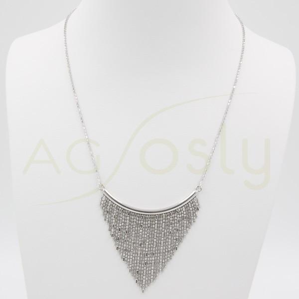 Collar en forma de triángulo de plata rodiada