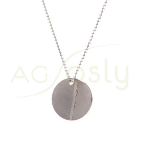 Collar plata con cadena de bolas y placa redonda con textura.45cm