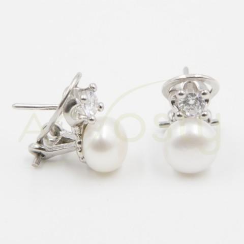 Arete omega de plata con una perla y una zirconita