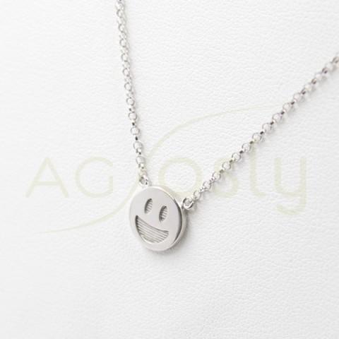 Colgante de plata modelo AG con un emoticono sonriendo