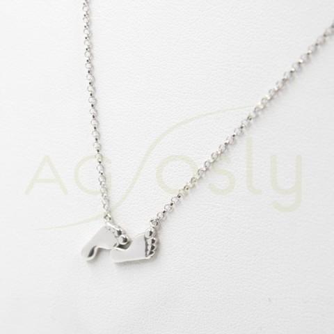 Colgante de plata modelo AG en forma de pies