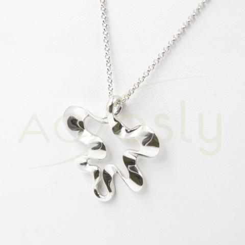 Collar de plata modelo AG en forma de flor