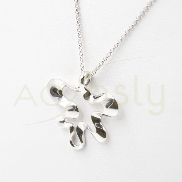 dc6abd66d464 Collar de plata modelo AG en forma de flor