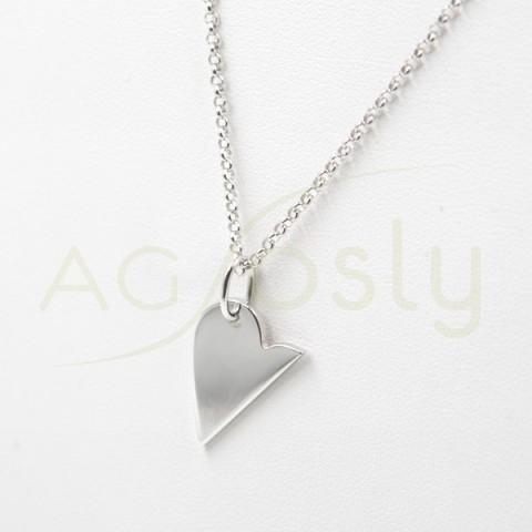 Collar de plata modelo AG en forma de corazón