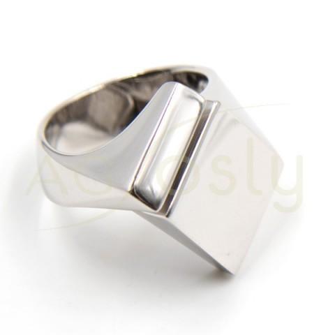 Anillo de plata modelo AG en forma geometrica