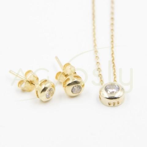 Conjunto de par de pendientes y de un collar dorado, modelo AG