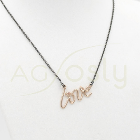 Collar de plata con palabra LOVE