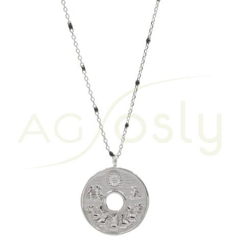 Collar con cadena de plata con esmaltes y colgante de moneda