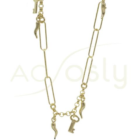 Collar de plata dorada con motivos